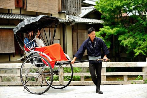 【日帰り体験】えびす屋人力車で祇園の町並みを周遊 素泊まり