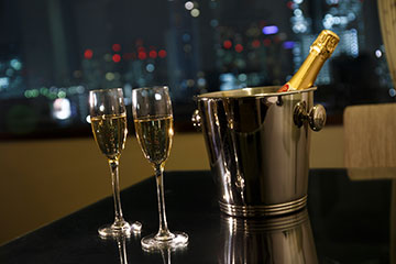 【45平米のお部屋確約】シャンパン片手に祝う!ホテルで素敵な記念日を(朝食付)