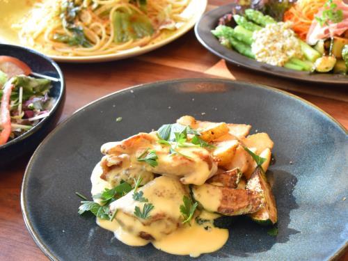 春のシェフおすすめ肉料理ディナー( 水郷赤鶏のフリカッセ)【1泊2食付:肉料理】 画像