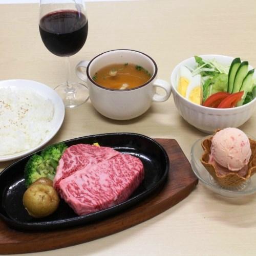 【日本の四大和牛】米沢牛の肩ロースステーキ(2食付)温泉+駐車場無料 +Wi-Fiルーター貸出有 画像