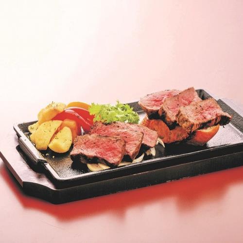 【全室禁煙】山形牛鉄板ステーキ赤身と霜降りの食べ比べ♪満喫プラン(2食付)温泉+駐車場+Wi-Fi無料 画像