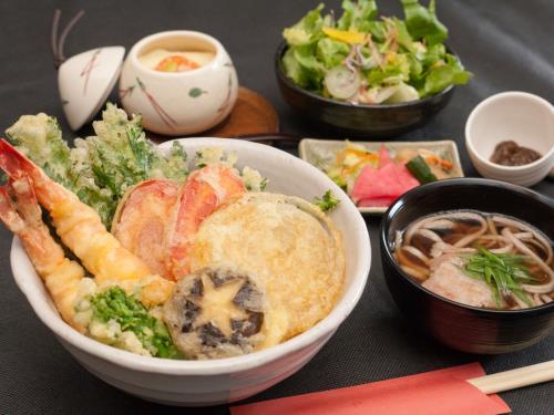 【期間限定】春のたらふく「海老と野菜の盛合せ天丼」セットプラン 画像