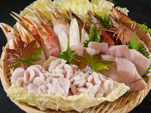 ■4名様から■飲み放題120分付★宴会プラン「よくばり海鮮鍋コース」 画像