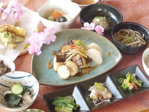【期間限定】鯛の味噌焼きと旬の食材を盛り込んだ春御膳プラン 画像