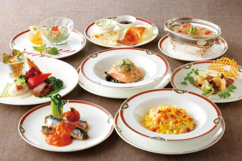 【夕食付・事前決済専用・2名様~】 中国料理の名店!「桃花林」でオークラディナー!1泊2食付プラン
