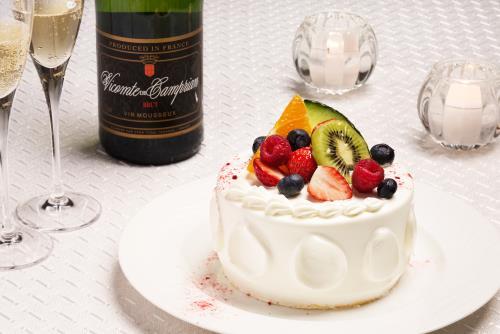 【記念日】大切な人と上質な時間を ~パティシエ特製ホテルメイドケーキ&スパークリングワイン~ 朝食付