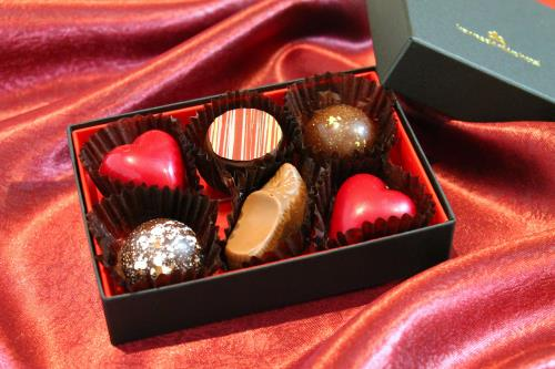【バレンタイン&ホワイトデー】パティシエ手作りチョコレート&スパークリングワイン/朝食付