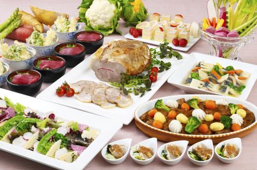 《夕朝食付》夕食は早春にふさわしい「春香るディナーブッフェ」 色とりどりのメニューをお楽しみ下さい。