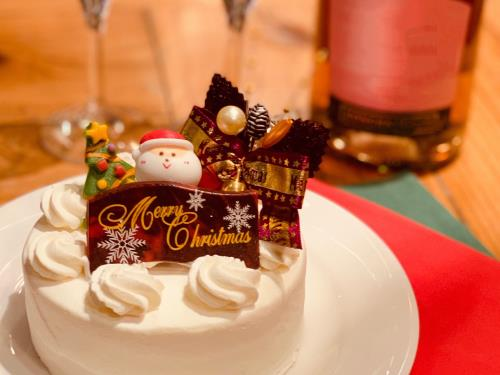 【眺望確約!素敵な夜景に乾杯!】Santaケーキ&ロゼワイン付!ジルスチュアートのプレゼントも!
